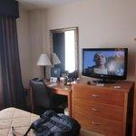 Schreibtisch und (grosser) TV Zimmer 408