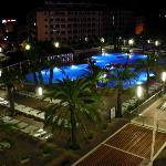 Piscina del Hotel por la noche 2
