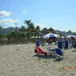 parco giochi visto dalla spiaggia collegata