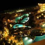 Vista nocturna piscinas