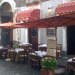 La sala esterna immersa nel barocco catanese