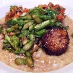Pétoncles poêlés, risotto aux cèpes,salade d'asperges