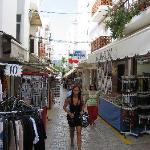 Hostel Roca - Street with stalls