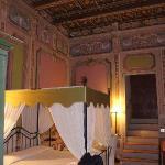 Camera Baldacchino e travi in legno