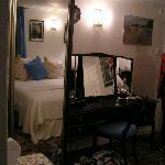 George Inn - Bedroom desk