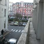 Balcon commun et des portes qui ne ferme pas