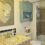 Corazon Room Bathroom