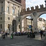 ホテル近くの城壁門跡