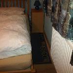 schmaler Durchgang zum Bett (28cm)