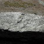 una delle rocce scistose nel deserto