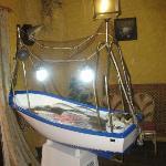 Barca con el pescado muy fresco.