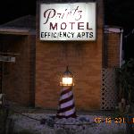 Printz Motel at night with cute lighthouse