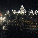 Victoria harbor and parliament building