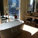City Scape Suite Tub View