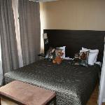 Bed nook in corner suite