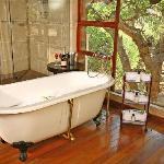 Nungu House Bathroom