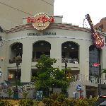 アウトリガー・ホテルにある、2階がグッズ売り場でそこから上に上がればレストラン