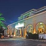 Foto van Sacallis Inn Beach Hotel