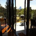 Lodge vue du salon sur la montagne