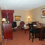 living/dining/kitchen of 2 rm king suite