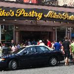 Mike's Pastry - a lineup for their cannolis!