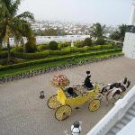 Horse and carriage dropping off arriving guests