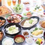 <35種類の無料バイキング朝食>