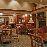 Staybridge Suites Dining Area