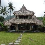 Le grand bungalow, avec les 2 chambres une en face de l'autre. À l'étage, c'est la chambre des p
