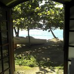 porta do bar para a praia