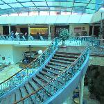 hall del hotel con escalada caracol preciosa
