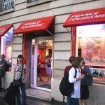 Frente a la oficina de France Tourisme