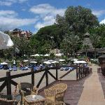 el muelle, la playa, el spa y el restaurante