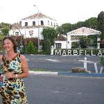 atardecer frente a la entrada del hotel