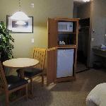 Podollan Inn Room 308 - offers microwave, fridge, table & chairs