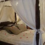 suite Bali lit balinais à baldaquin