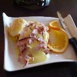 Ham with bun and holland sauce