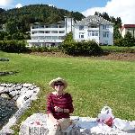 eating lunch on the Hotel Balestrand lawn