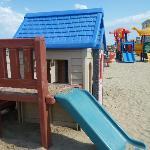 i giochi dei bimbi in spiaggia