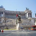 Victor Emmanuel II monument, Rome - Image of Tiber Limo Rome, Italy