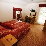 Hotel is situated half a mile from Donington Park and 3 miles from East Midlands Airport. Easy a
