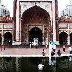 mezquita y fuente para las abluciones.