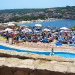 Vue du restaurant sur piscine et plage