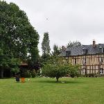 la casa principale vista dal parco