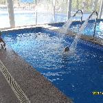 niños disfrutando la piscina hidromasaje