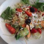 Spiedino di sogliola con insalata di frutti di bosco