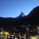 Das Matterhorn von unserem Zimmer aus, bei Abendstimmung.