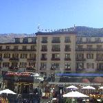 Das Grand Hotel Zermatterhof von der Kutsche aus.