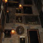 inside hogwarts-moving portraits
