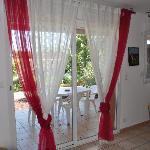Wohnraum mit Blick auf Veranda